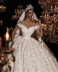 صور فساتين زفاف فخمة